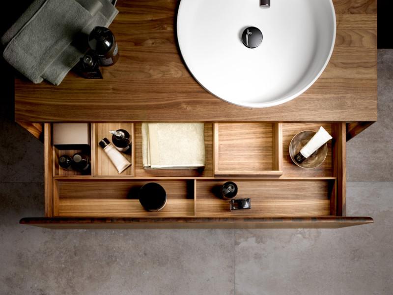 stilvolle ordnung im bad kiellokal. Black Bedroom Furniture Sets. Home Design Ideas